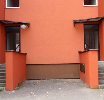 Schodišťová okna a zadní vstupy